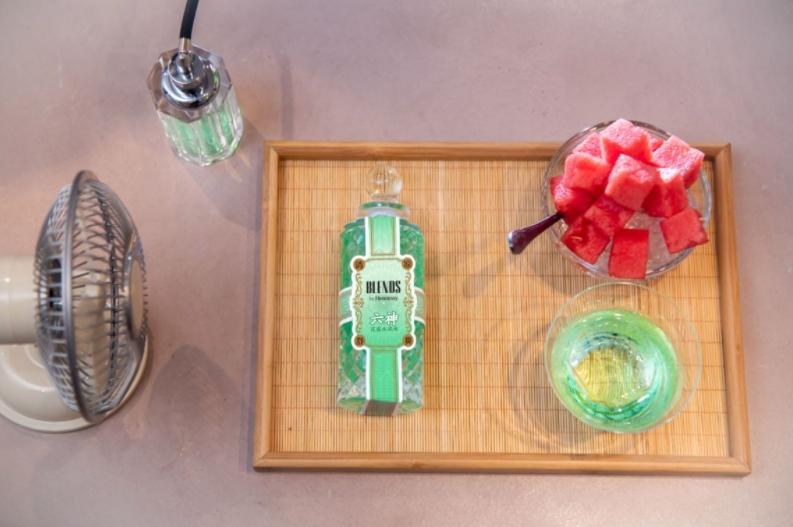 图片包含 室内, 桌子, 小, 木 描述已自动生成